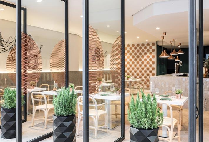 清新特色餐厅入口装修设计效果图