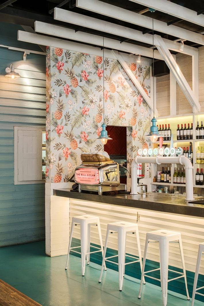 海鲜酒吧餐厅出餐口装修设计效果图