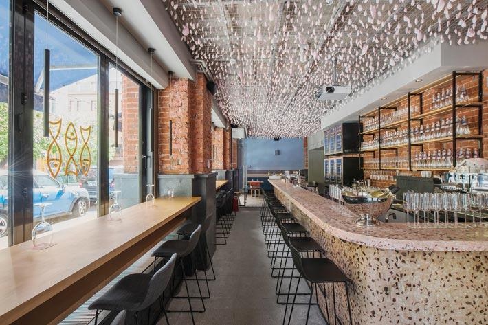 两层海鲜餐厅过道装修设计效果图