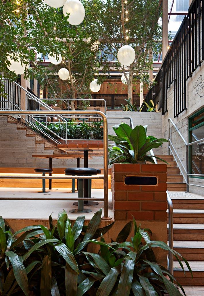 特色海鲜餐厅楼梯装修设计效果图