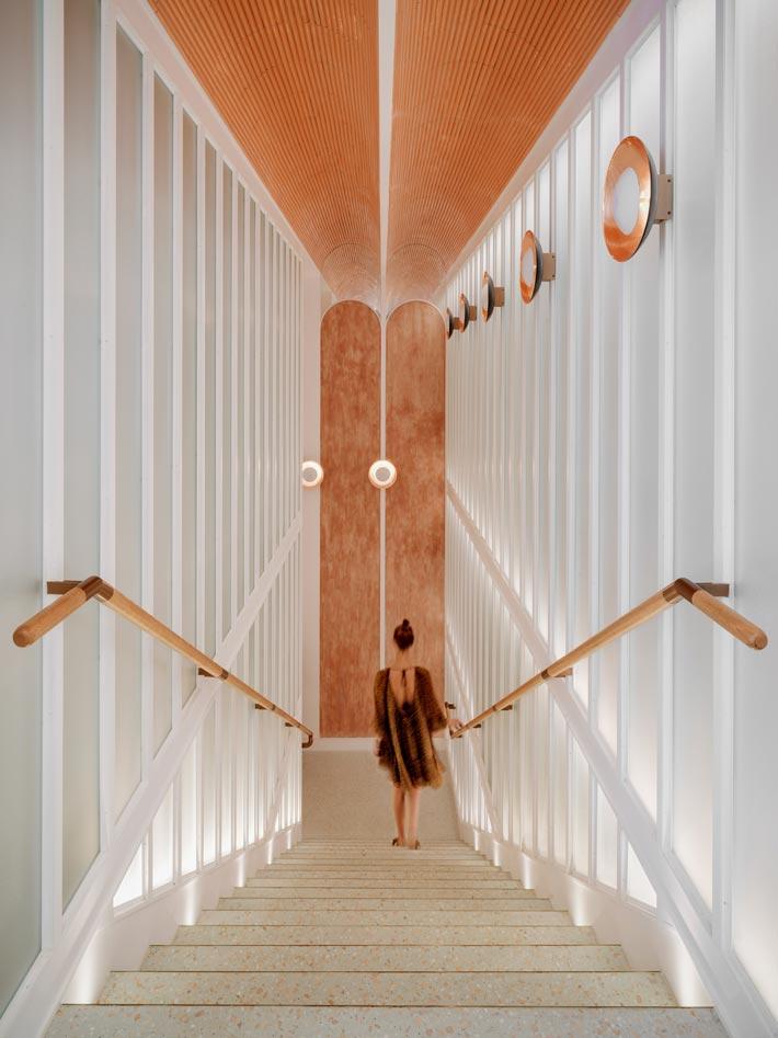 新派中餐厅楼梯装修设计效果图