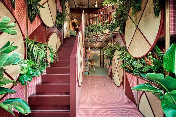 日式餐厅楼梯装修设计效果图