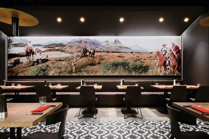 牛排店餐区装修设计效果图