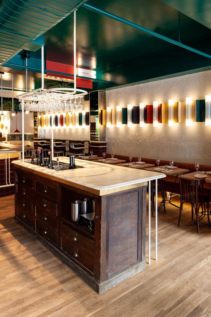 西餐厅+酒吧储酒装修设计效果图