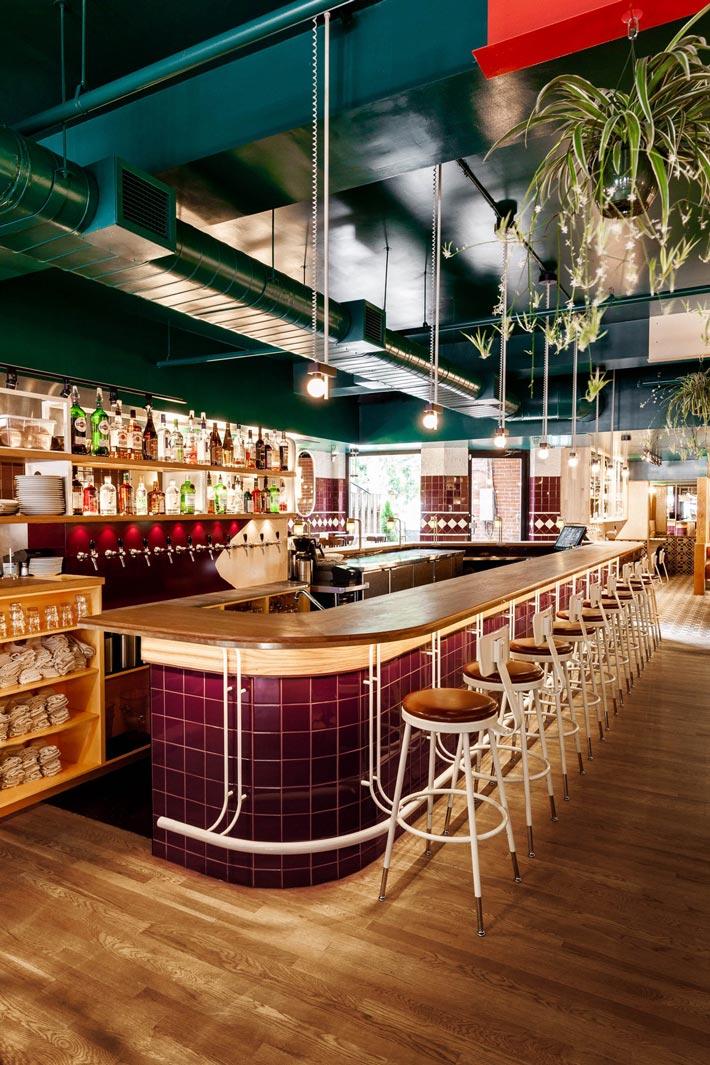 西餐厅+酒吧吧台装修设计效果图