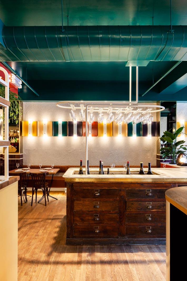 西餐厅+酒吧过道装修设计效果图