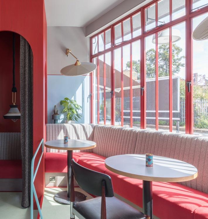 景区酒吧餐厅餐区装修设计效果图